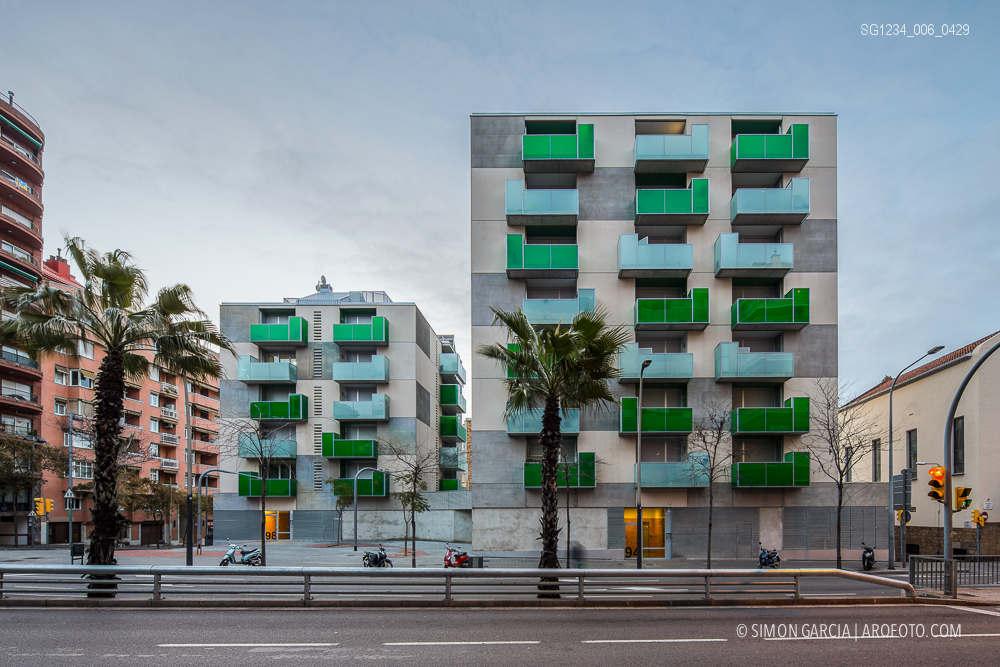 Reportaje foto arquitectura bloque viviendas santa madrona - Casas embargadas la caixa ...