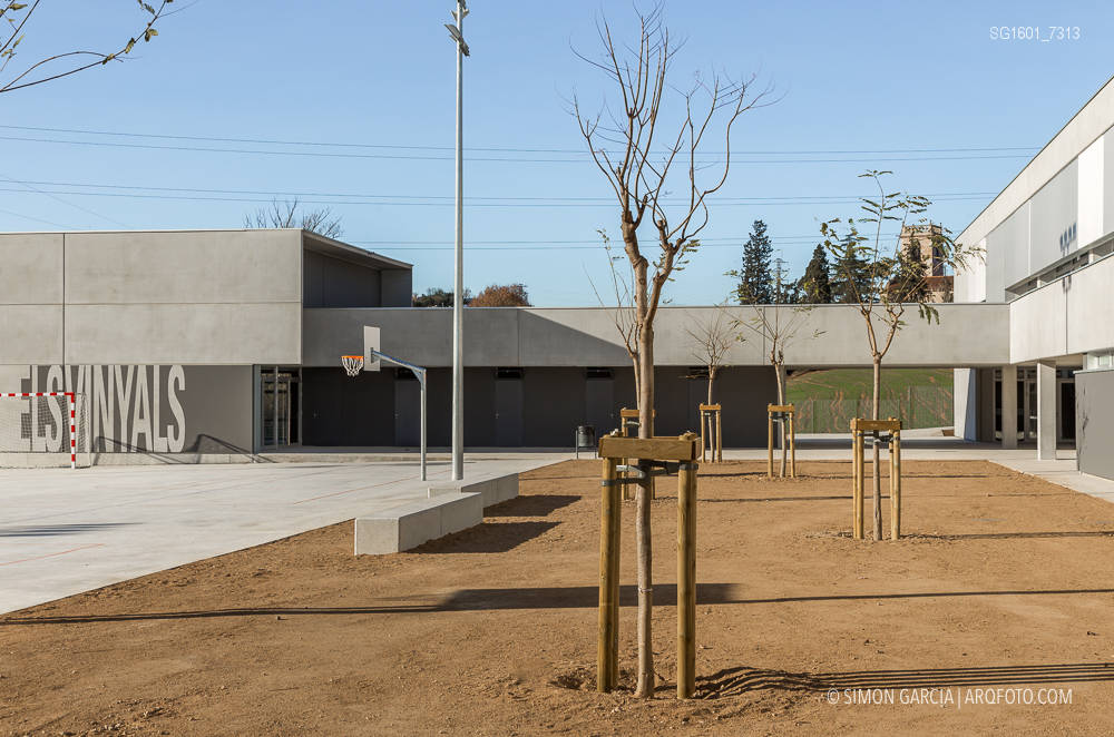 Escola 39 els vinyals 39 en lli de vall sim n garc a arqfoto - Casas en llica de vall ...